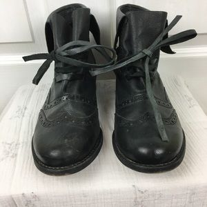 Very cool leather brogue boots with leather laces